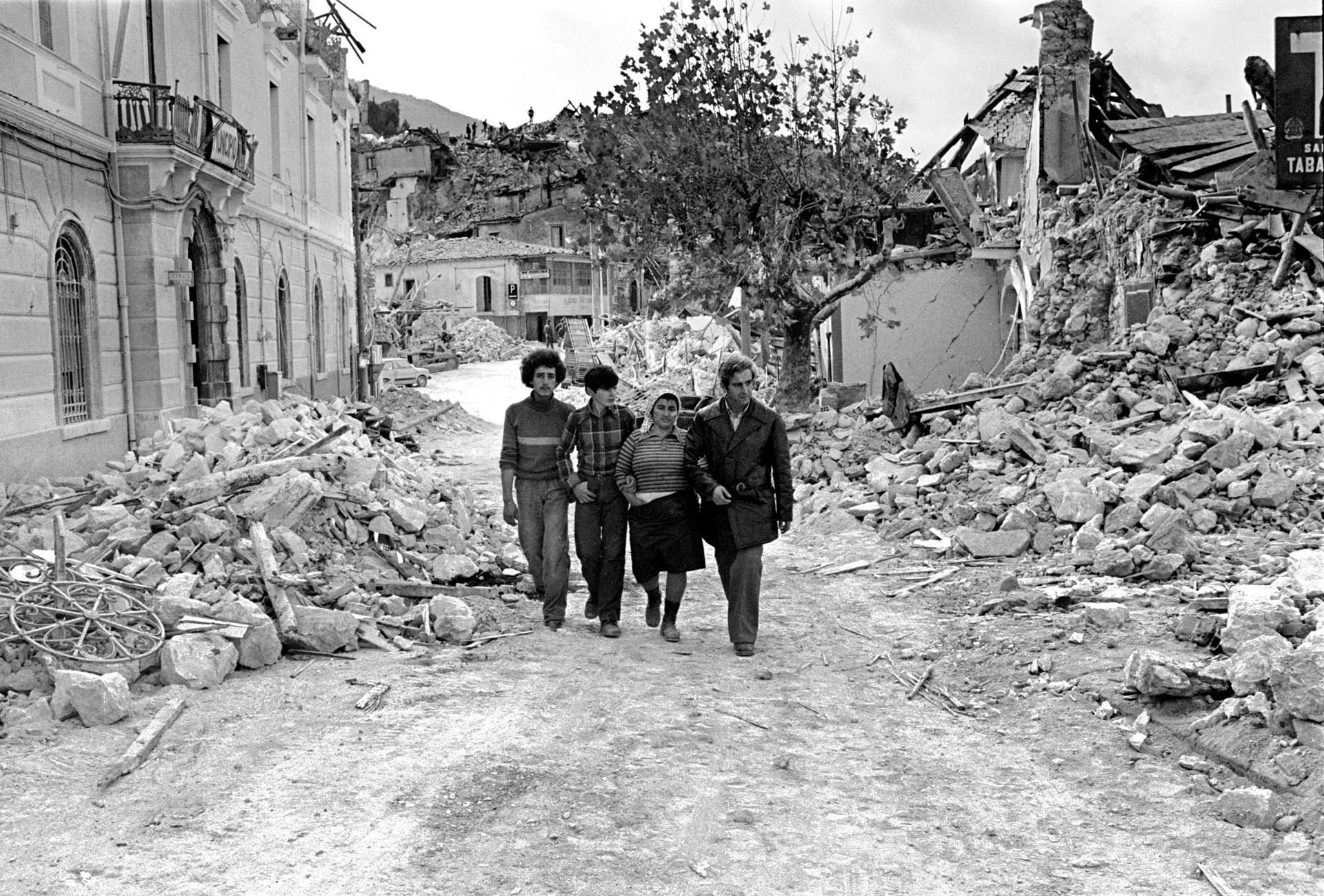 irpinia_terremoto-1980_è-una-tragedia_foto-antonietta-de-lillo