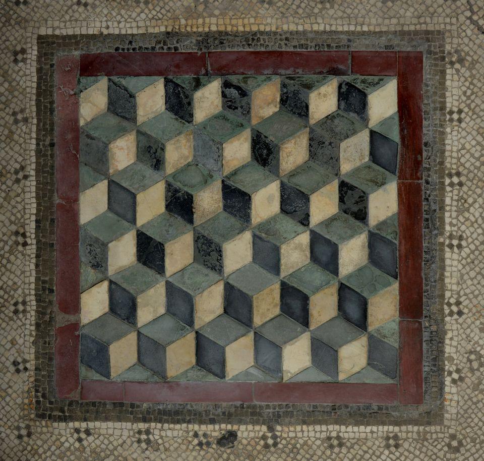 roma_palatino_casa-dei-grifi_emblema-con-cubi-su-pavimento_foto-PArCo