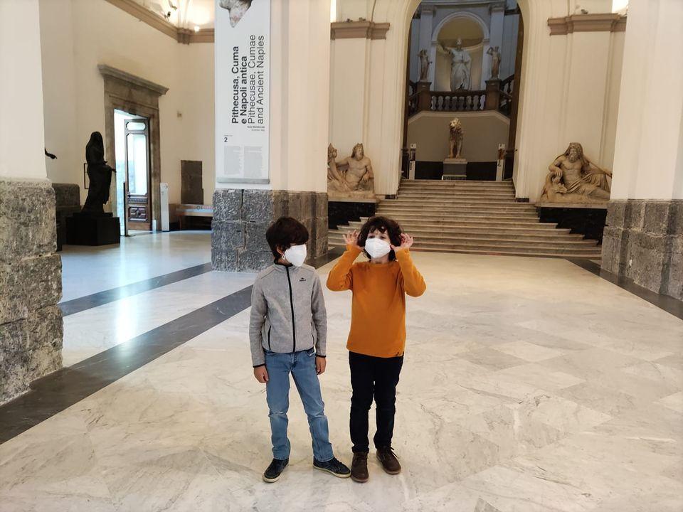 napoli_mann_enrico-simone_primi-bambini_visitatori_foto-mann