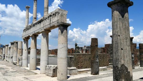 pompei_foro_colonne_foto-parco-archeologico-pompei