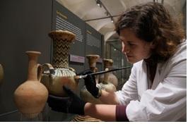 torino_egizio_sara-aicardi-restauratrice_foto-museo-egizio