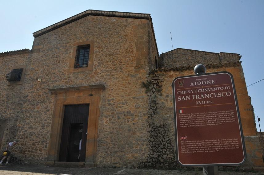 aidone_chiesa-san-francesco_sede-museo-archeologico_foto-graziano-tavan