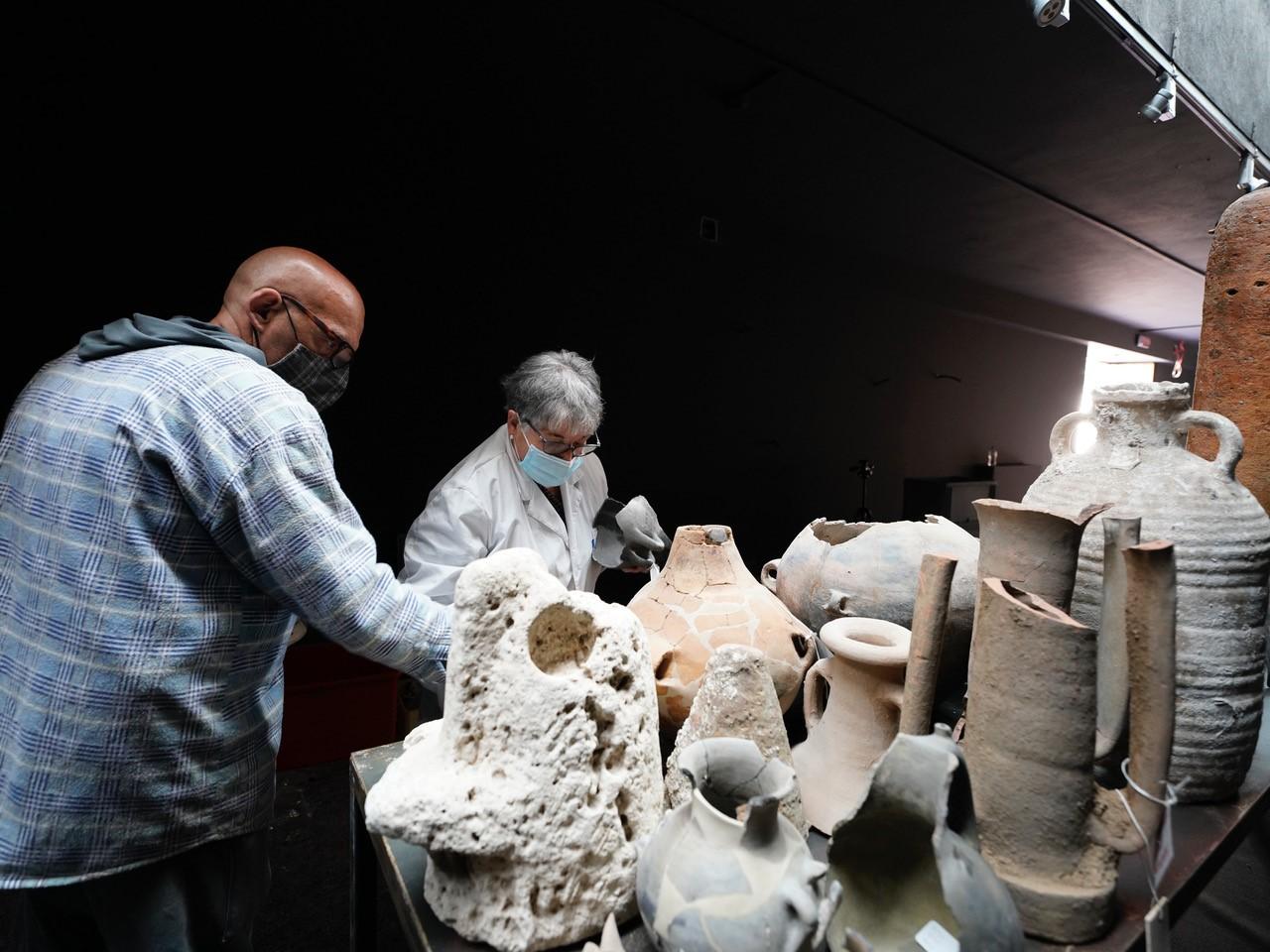 sassari_museo-sanna_sulle-tracce-di-clemente_allestimento-mostra_reperti-archeologici_foto-drm-sardegna