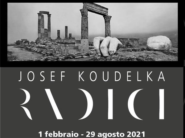 roma_museo-dell-ara-pacis_JOSEF KOUDELKA.RADICI_locandina_foto-Sovrintendenza Capitolina ai Beni Culturali