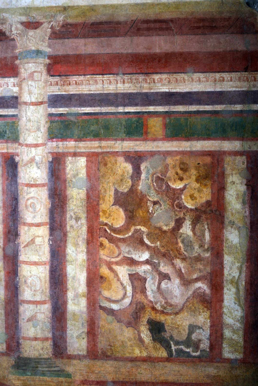 roma_palatino_casa-dei-grifi_pitture-murali-stanza-con-emblema-cubi_dettaglio_foto-PArCo