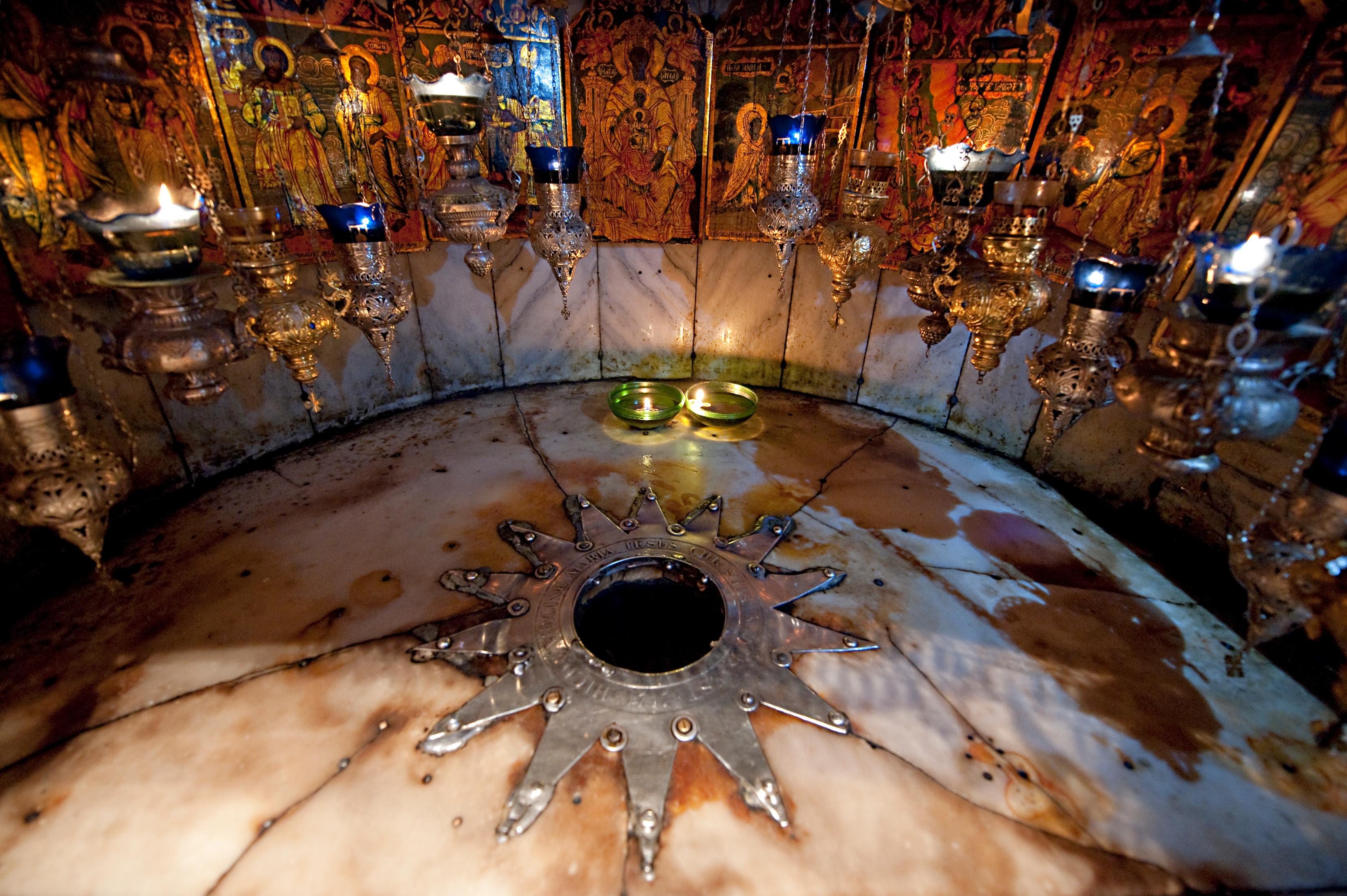 Betlemme_basilica-della-nativita_grotta-della-nativita_foto-fondazione-aquileia