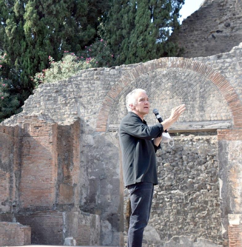 pompei_sogno -di-volare_presentazione-aristofane-teatro-grande_martinelli_foto-parco-archeologico-pompei.jpg